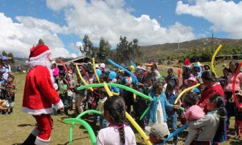 Niños de las comunidades participaron en campaña navideña organizada por el personal del Fondo Social Michiquillay
